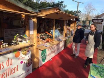 Visite du village du Massif des Bauges sur le marché de Noël d'Annecy 2.jpg