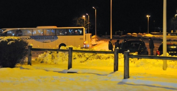 Michèle Lutz, les élus et associations de Doussard mobilisés toute cette nuit et ce matin pour héberger et nourrir les vacanciers bloqués par la neige ... un grand bravo à tous ! 1.jpg